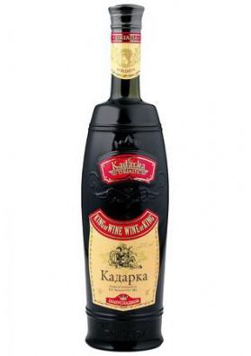 Vino tinto semidulce  KADARKA  11%alk.6x0.75L